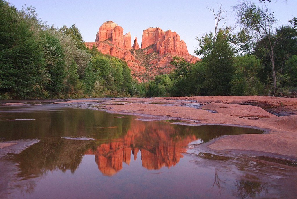 1280px-Cathedral_Rock_at_Red_Rock_Crossing
