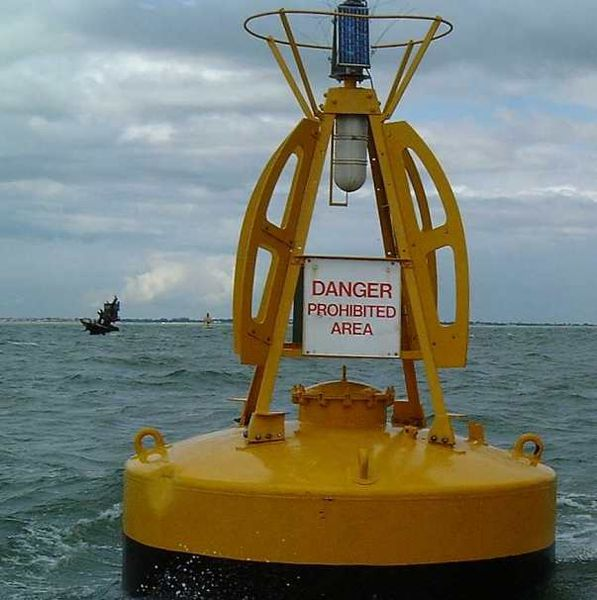597px-Wreck_of_the_Richard_Montgomery_(to_left_of_buoy)_-_geograph.org.uk_-_19013