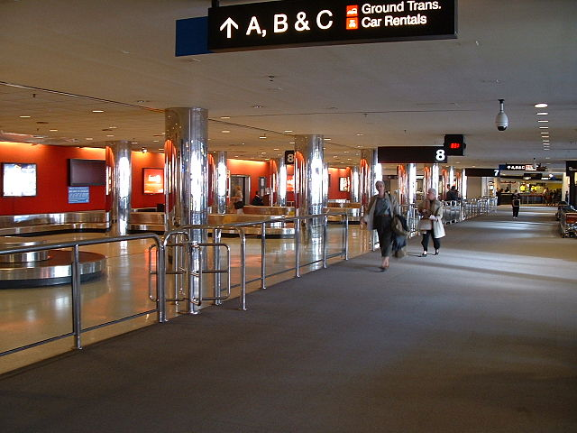 640px-Baggage_claim_2