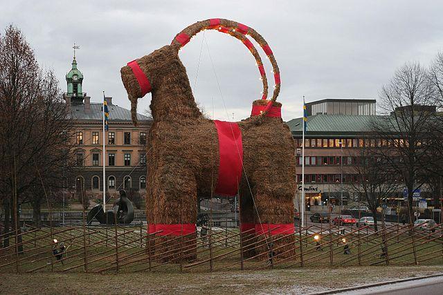 640px_Gavle_christmas_goat_2006