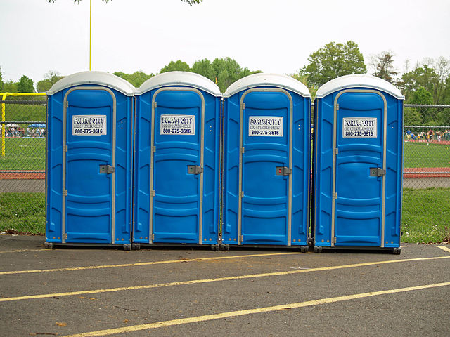 640px_Porta_Potty_by_David_Shankbone