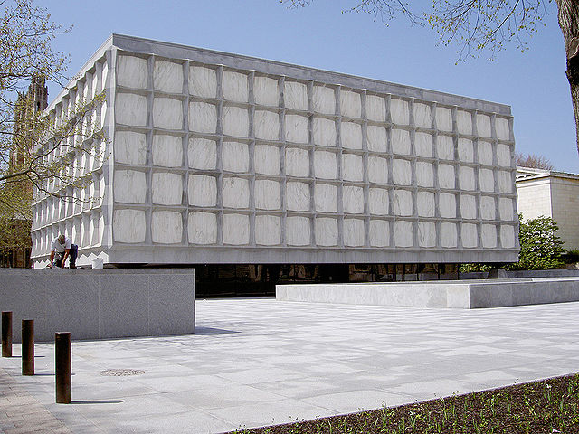 640px_Yale_beinecke_library