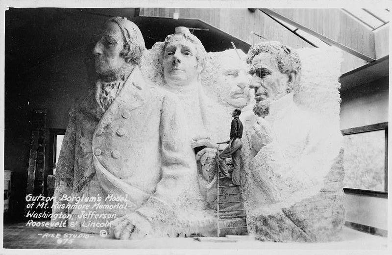 800px-Gutzon_Borglum's_model_of_Mt._Rushmore_memorial