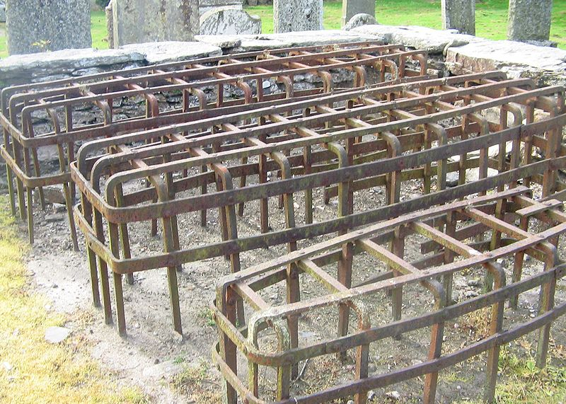 Mortsafe_at_Logeriat_Church1