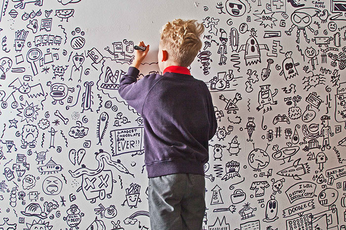 doodle-boy-decorates-restaurant-joe-whale-33