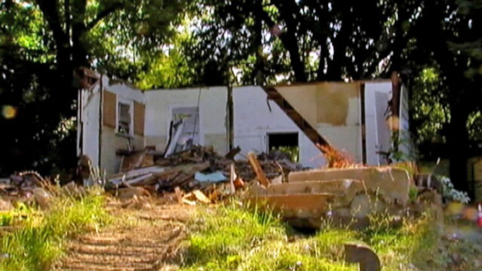 wxyz_house_demolished_thg_130910_16x9_992